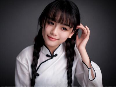 QQ搞笑图片说说:经常被自己蠢哭,又不能揍自己