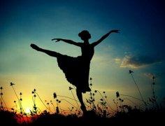 哲理说说大全带图片:每一个不曾起舞的日子,都是对生命的辜负