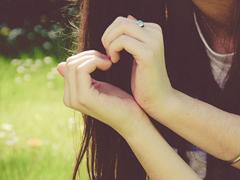 qq文艺伤感爱情说说带图片 这世界很大不刻意就不会再见了