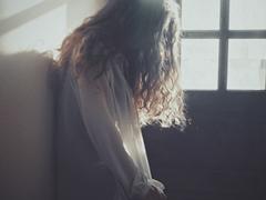 痛到快不能呼吸的伤感说说带图片 感到心情低落时发的说说