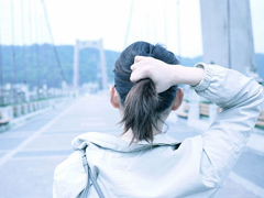 慢慢一个人收起心酸学会坚强的伤感说说 心痛也要一个人走的伤感说说
