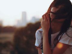 爱到痛了痛到哭了的伤感爱情说说 很难过快不能呼吸的忧伤说说